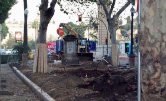 Actualmente las obras del monumento a las Razas ya mantienen cortada al tráfico la Avenida de Isabel la Católica