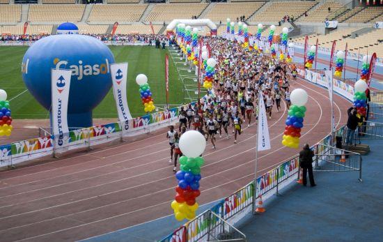 Más de 4.000 participantes tomaron la salida en el Estadio Olímpico