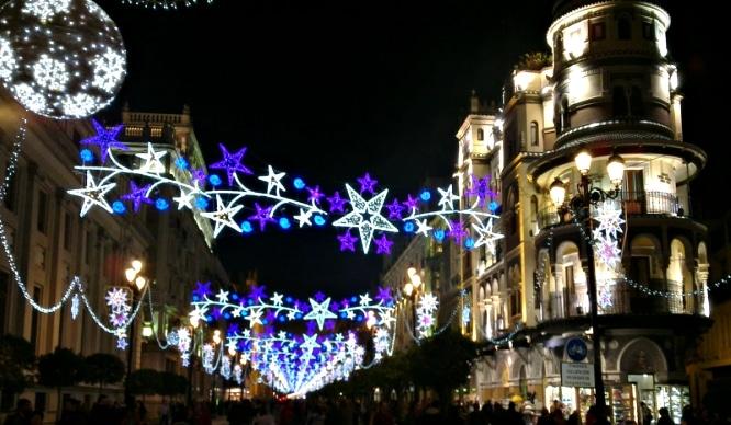 La iluminacin de Navidad se extiende por ms barrios de