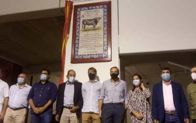 Azulejo en recuerdo del toro de Miura indultado en Utrera
