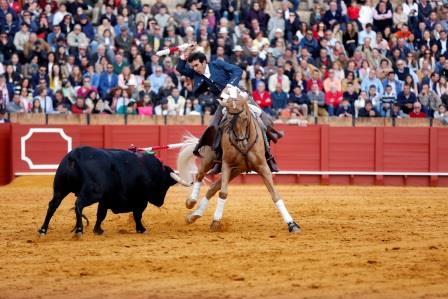 Sevilla. 10 abril 2016. Jesus Moron. Toros en Sevilla, Feria de Abril. Corrida de rejones. Sergio Galan en el cuarto.
