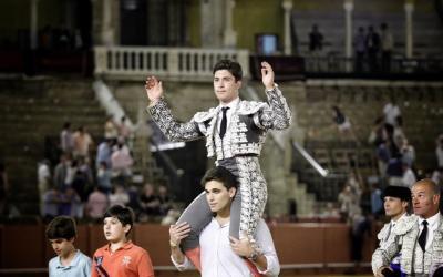 Rafael González, XXVII trofeo de Los 13 al mejor novillero en Sevilla