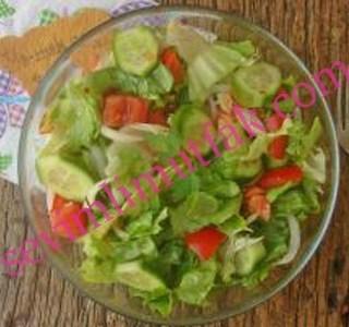 Göbek Marul ile Atom Salata Tarifi