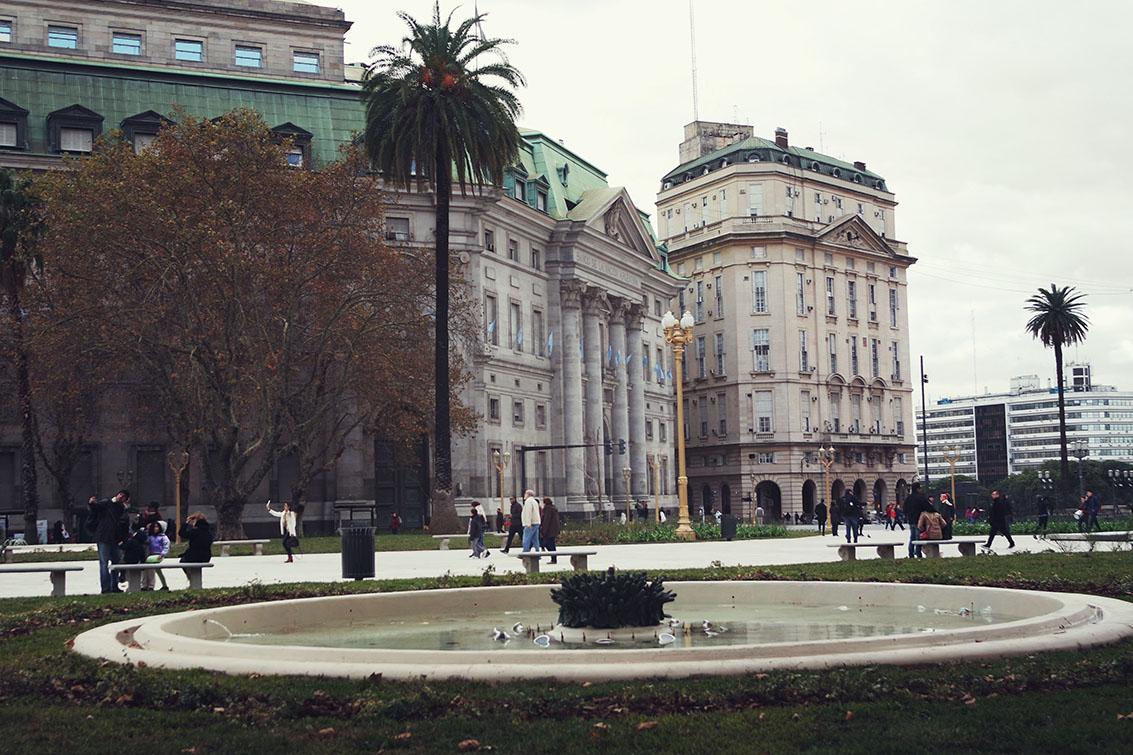 Eu achei esse prédio de La Moneda muito bonito!