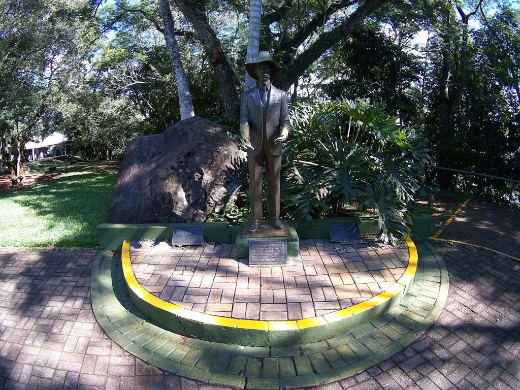 estatua-de-santos-dumont-no-parque-iguaçu