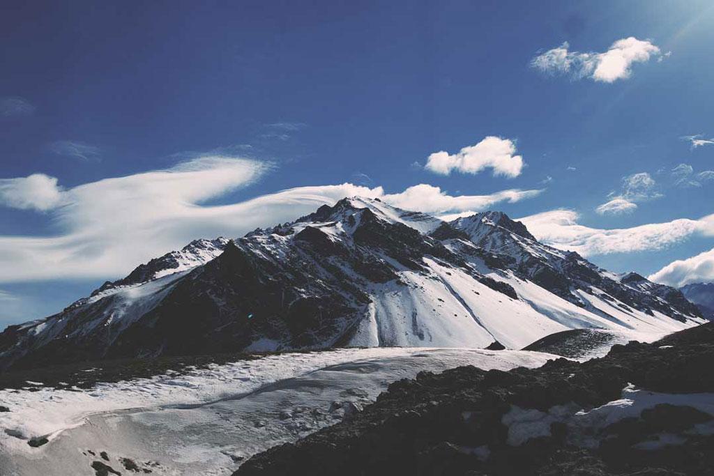 Vendo montanhas de neve pele primeira vez em Mendoza na Argentina