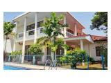Disewakan Rumah di Cilandak Timur Konsep Klasik Kondisi Un Furnished Prifate pool & Garden!