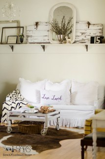 Farmhouse Living Room Decorating