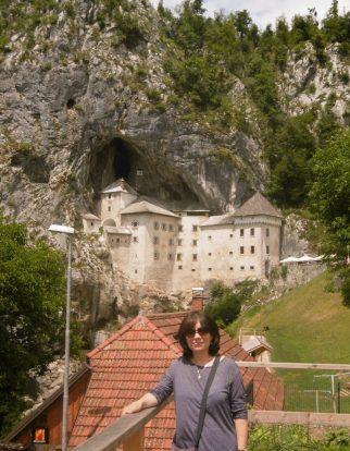 Pojona Castle (the world's only cave castle)