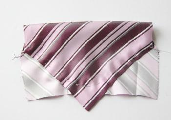 ネクタイを蝶ネクタイにリメイクする方法