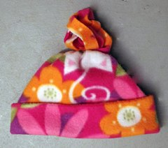 45910c192dd Tutorial  Easy fleece stocking cap and no-sew scarf – Sewing