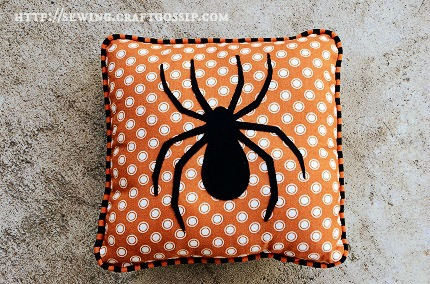 Tutorial: Spooky Spider Throw Pillows - #SpookySpaces