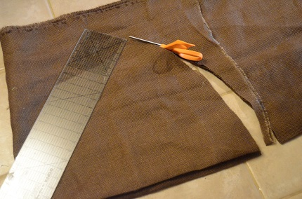 Tutorial: Pleated burlap tree skirt, #JustAddMichaels