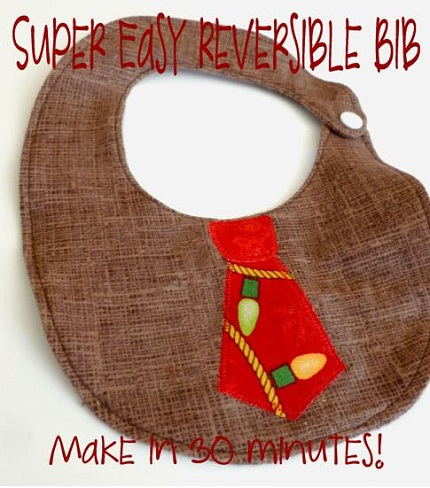 Free pattern: Baby boy's reversible bib with a neck tie applique