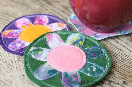Tutorial: Scrappy fabric and felt flower coasters