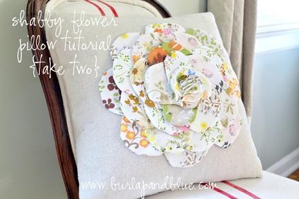 Tutorial: Vintage sheet flower pillow