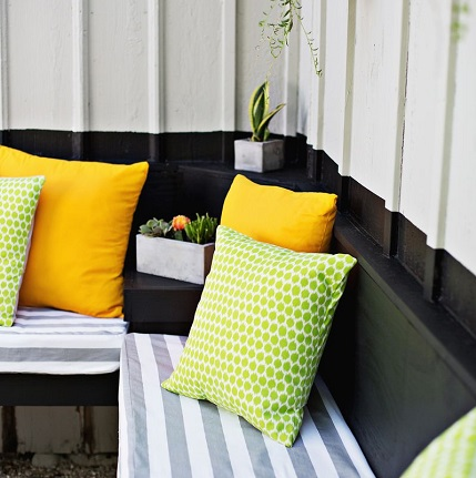 Tutorial: Easy outdoor pillow, with three options for stuffing