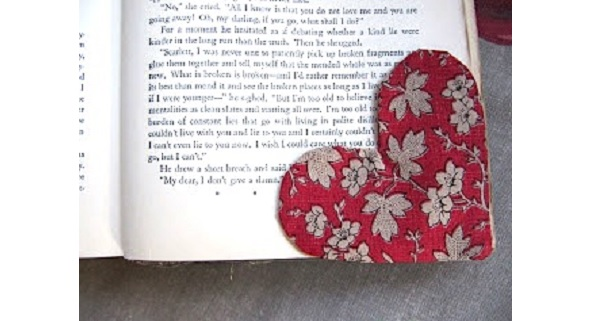 Free pattern: Heart corner bookmark