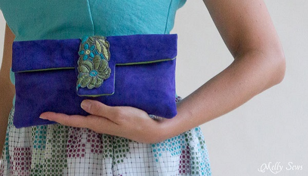 Free pattern: Suede clutch with removable straps