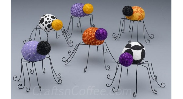 Tutorial: Itsy bitsy no-sew fabric spiders