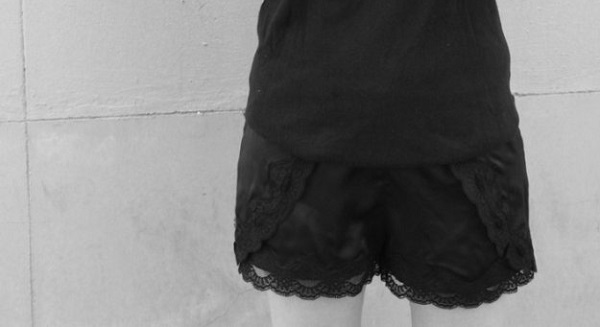 Tutorial: Lace trimmed running shorts from pajama pants
