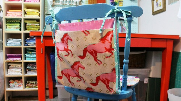 Tutorial: Super Easy Chair Bag to hold books and more