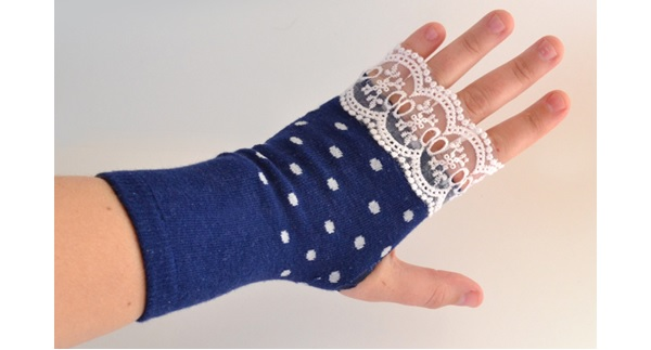 Tutorial: Easy fingerless gloves made from socks, no sewing required ...