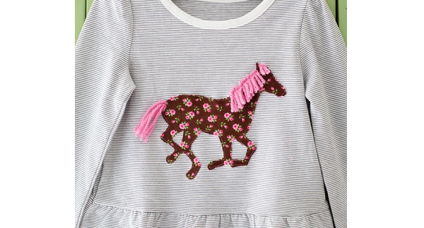 Tutorial: Horse applique with a yarn mane and tail