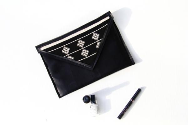 Tutorial: Triangle cutout faux leather clutch