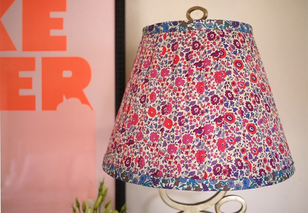 Tutorial: Cover a lampshade in your favorite fabric