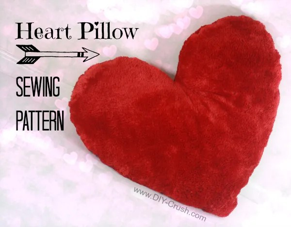 Free pattern: Heart shaped Valentine's pillow