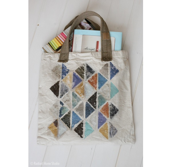 Tutorial: Upgrade a tote bag with a photo transfer technique