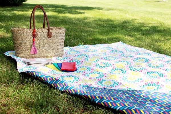 Tutorial: Make a waterproof picnic blanket in just 15 minutes