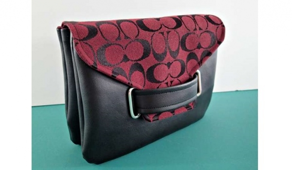 Free pattern: Envelope clutch bag with a cool tab and slot closure
