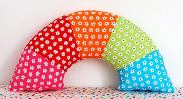 Make-a-rainbow-pillow-DIY_We-Are-Scout
