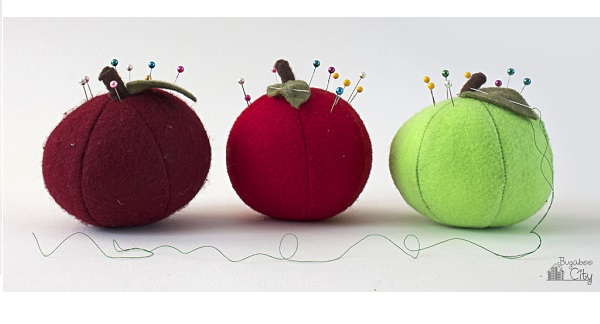 Free pattern: Apple pincushion