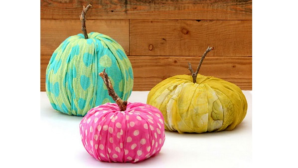 Tutorial: No-sew fabric pumpkins in three shapes