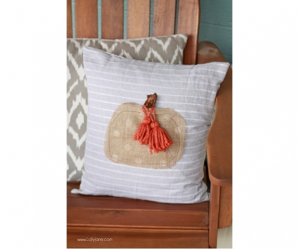 Tutorial: Easy tassel pumpkin pillow