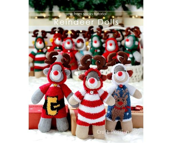 Free pattern: Sock reindeer wearing Christmas onesies