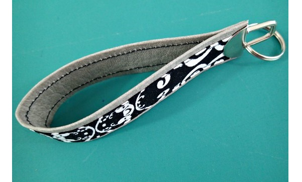Tutorial: Faux leather and fabric key fob
