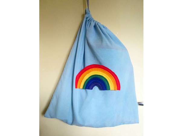 Tutorial: Super simple drawstring bag from a pillowcase