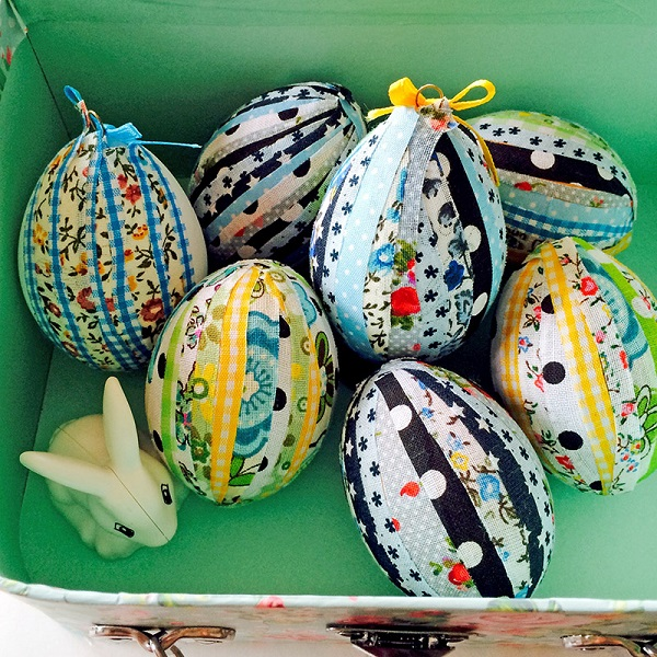 Tutorial: No-sew scrappy fabric eggs