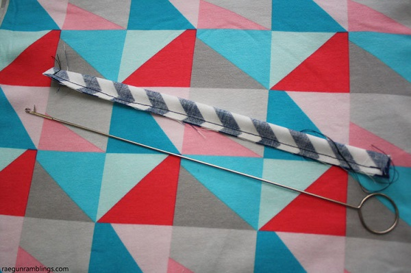 Tutorial: How to use a loop turner to turn narrow fabric tubes