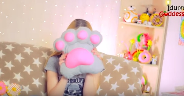 Tutorial: T-shirt paw pillow