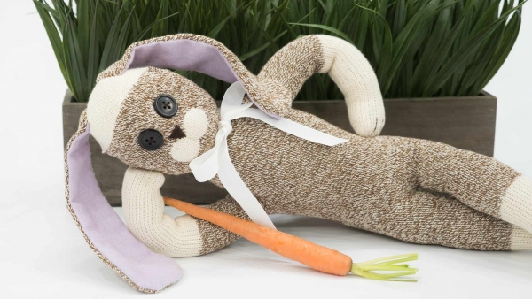 Video tutorial: Sock rabbit for Easter