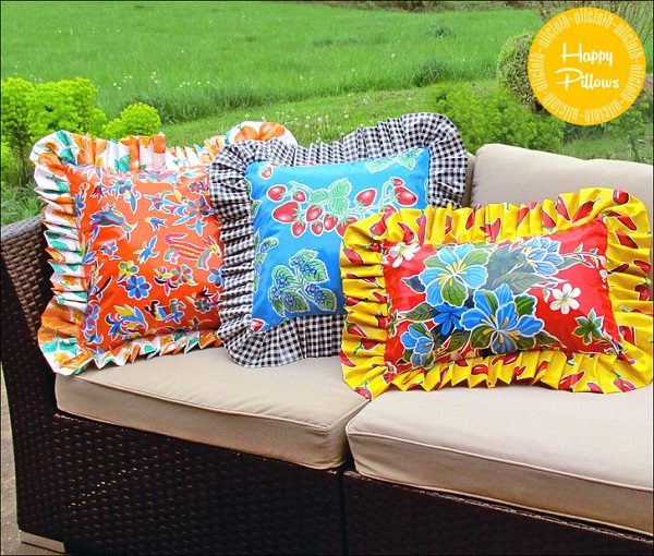 Tutorial: Ruffled oilcloth pillow covers