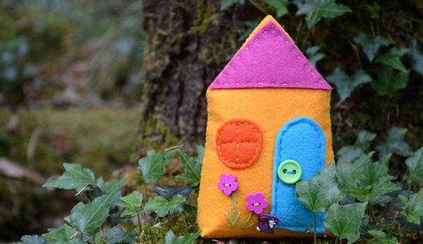 Free pattern: Felt fairy house