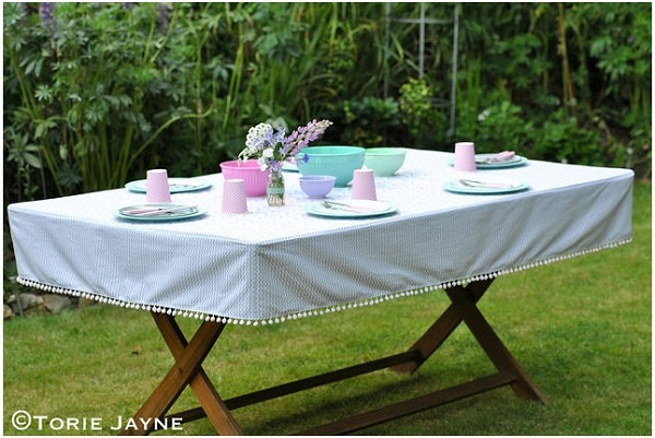 Tutorial: Fitted outdoor tablecloth