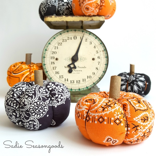Tutorial: Vintage bandana fabric pumpkins