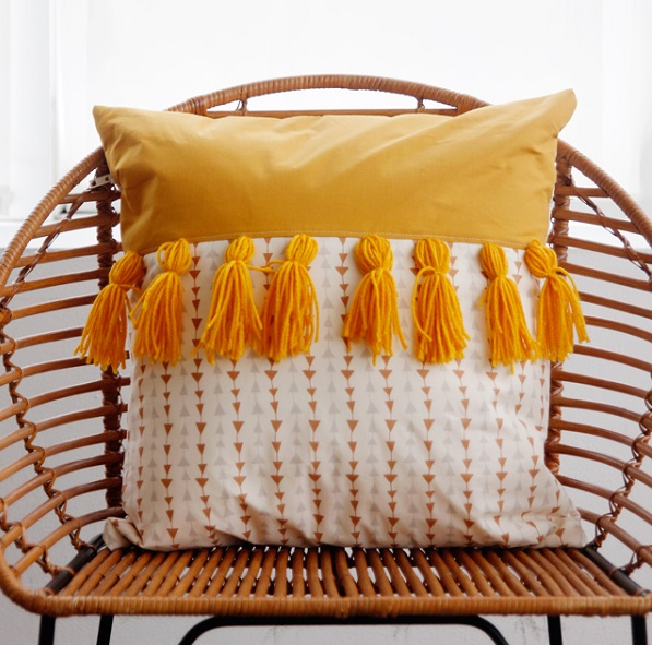 Tutorial: 2-tone tassel throw pillow
